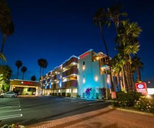 Comfort Inn Huntington Beach - Exterior in the Evening