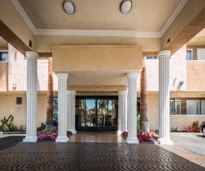 Comfort Inn Huntington Beach - Entrance to the Comfort Suites Hotel