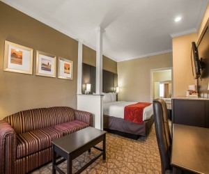 Comfort Inn Huntington Beach - King Suite with Sofabed