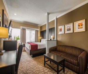Comfort Inn Huntington Beach - King Suite with Balcony and Sofabed