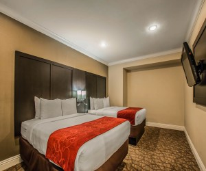 Comfort Inn Huntington Beach - Two Queens in Family Suite