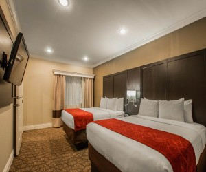 Comfort Inn Huntington Beach - Tqo Queen Beds in Family Suite with Living Room